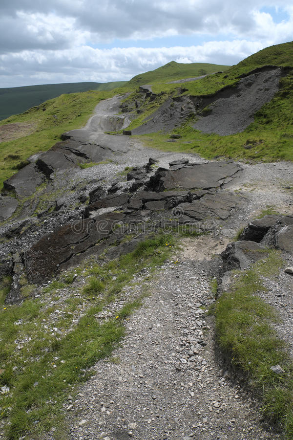 Εγκαταλειμμένος καταρρεσμένος δρόμος στοκ φωτογραφία