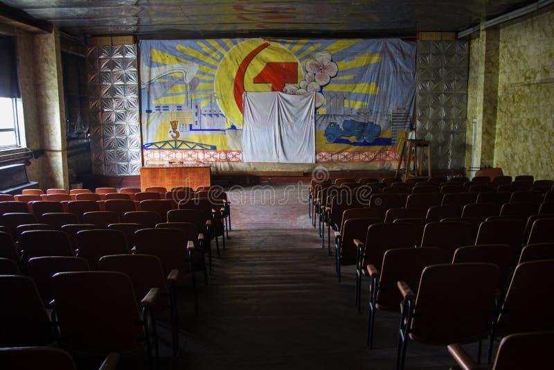 Εγκαταλειμμένο βιομηχανικό κτήριο σε Avdiivka στοκ εικόνα