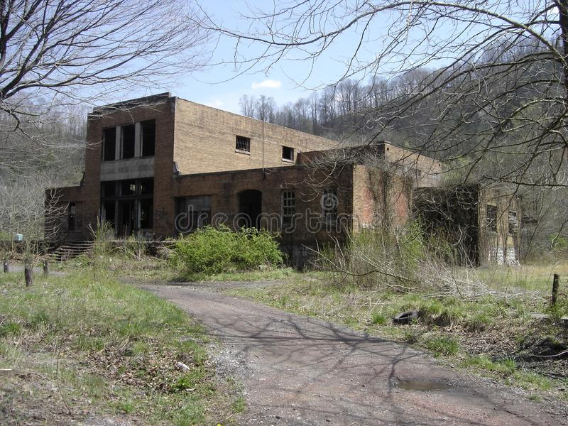 Εγκαταλειμμένο κατάστημα επιχείρησης στις καταστροφές στοκ εικόνα