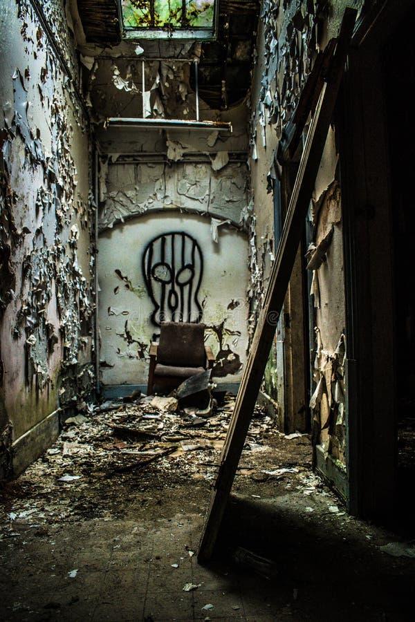 Εγκαταλειμμένο νοσοκομείο που δεν λαμβάνεται υπόψη στοκ εικόνες