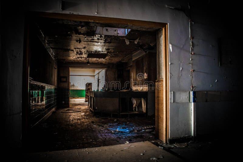 Εγκαταλειμμένο νοσοκομείο που δεν λαμβάνεται υπόψη στοκ εικόνα
