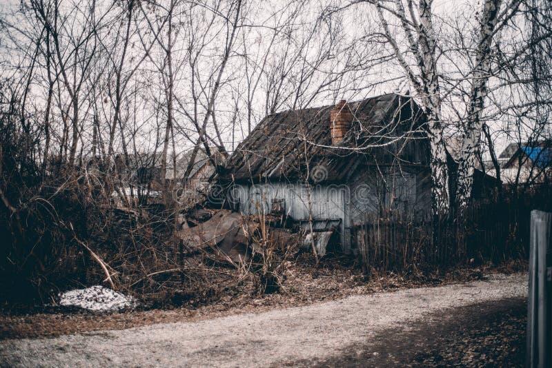 Εγκαταλειμμένο παλαιό θερινό σπίτι στοκ φωτογραφία με δικαίωμα ελεύθερης χρήσης