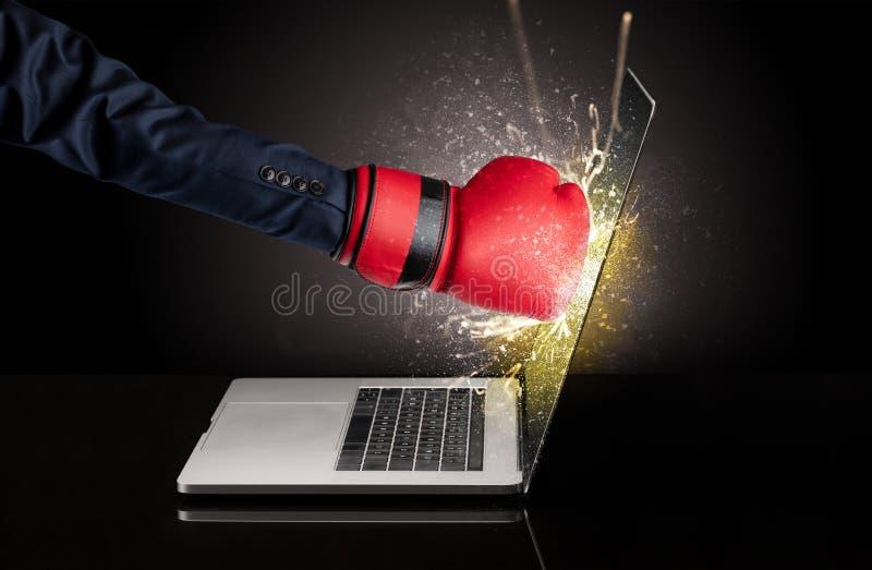 Εγκιβωτίζοντας οθόνη lap-top χεριών στοκ φωτογραφία με δικαίωμα ελεύθερης χρήσης