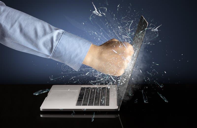 Εγκιβωτίζοντας οθόνη lap-top χεριών στοκ φωτογραφίες με δικαίωμα ελεύθερης χρήσης