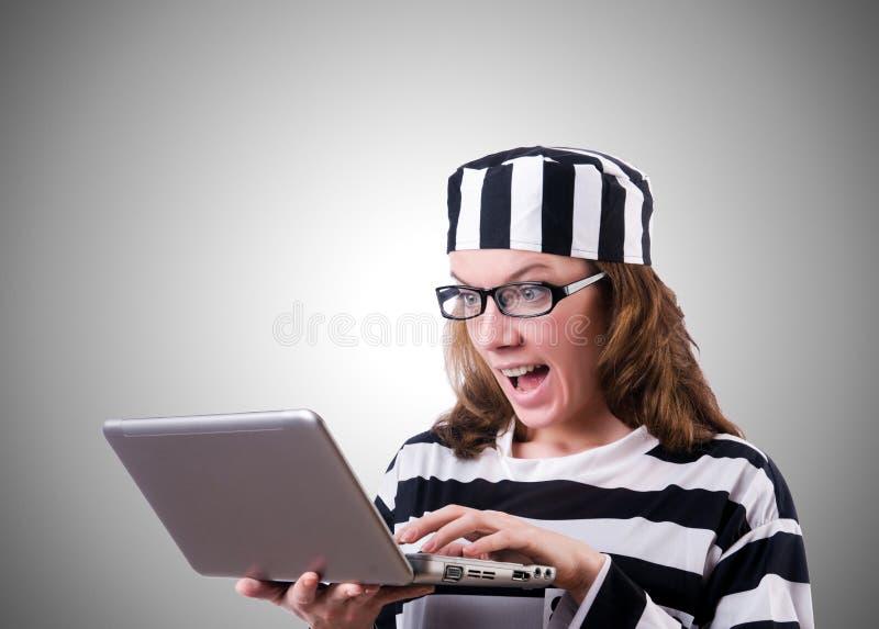 Εγκληματικός χάκερ με το lap-top στο λευκό στοκ εικόνες