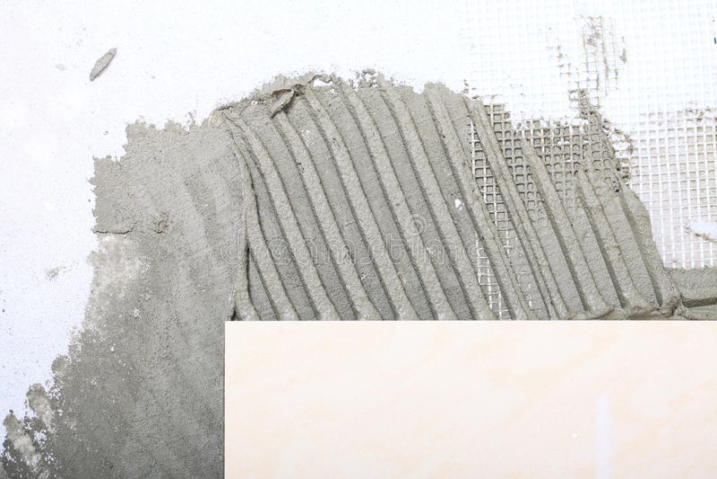 Εγχώρια βελτίωση, κόλλα πατωμάτων κεραμιδιών ανακαίνισης στοκ φωτογραφίες με δικαίωμα ελεύθερης χρήσης