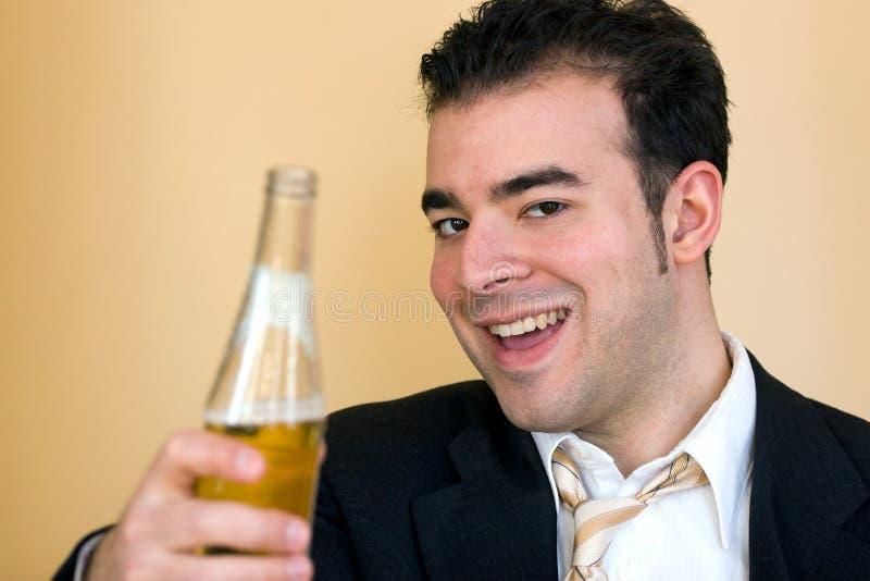 Εδώ έχει μια κρύα μπύρα στοκ φωτογραφίες
