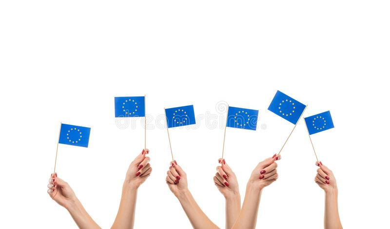 Εθνικές σημαίες της ΕΕ στα χέρια στοκ εικόνα με δικαίωμα ελεύθερης χρήσης