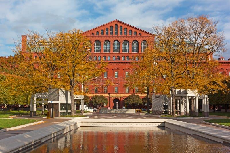 Εθνική αναμνηστική λίμνη αξιωματούχων επιβολής νόμου και εθνικό μουσείο οικοδόμησης στο Washington DC, ΗΠΑ στοκ φωτογραφία