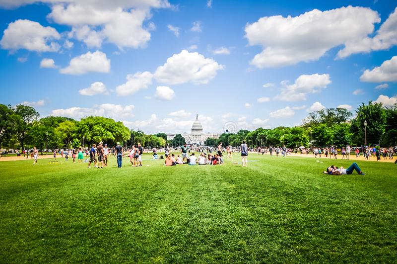Εθνική λεωφόρος μπροστά από το κτήριο Capitol στο Washington DC, ΗΠΑ στοκ φωτογραφίες με δικαίωμα ελεύθερης χρήσης