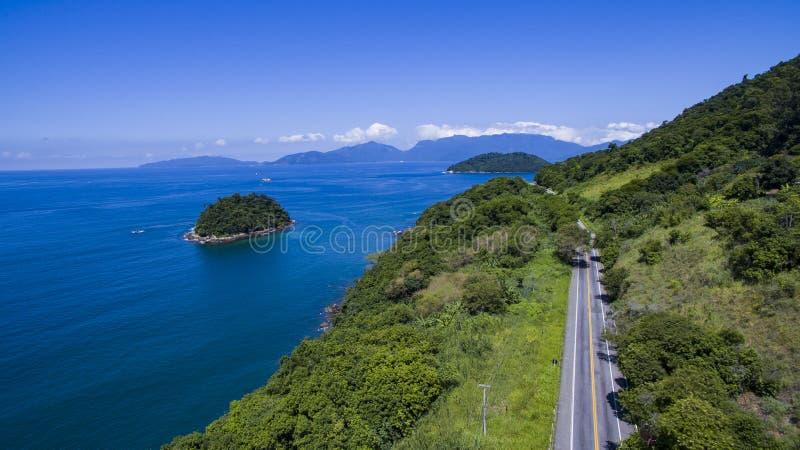 Εθνική οδός κατά μήκος της θάλασσας, DOS Reis Angra εθνικών οδών στο Ρίο ντε Τζανέιρο στοκ φωτογραφία