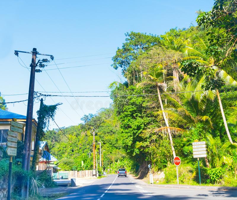 Εθνική οδός στην όμορφη Γουαδελούπη στοκ φωτογραφία