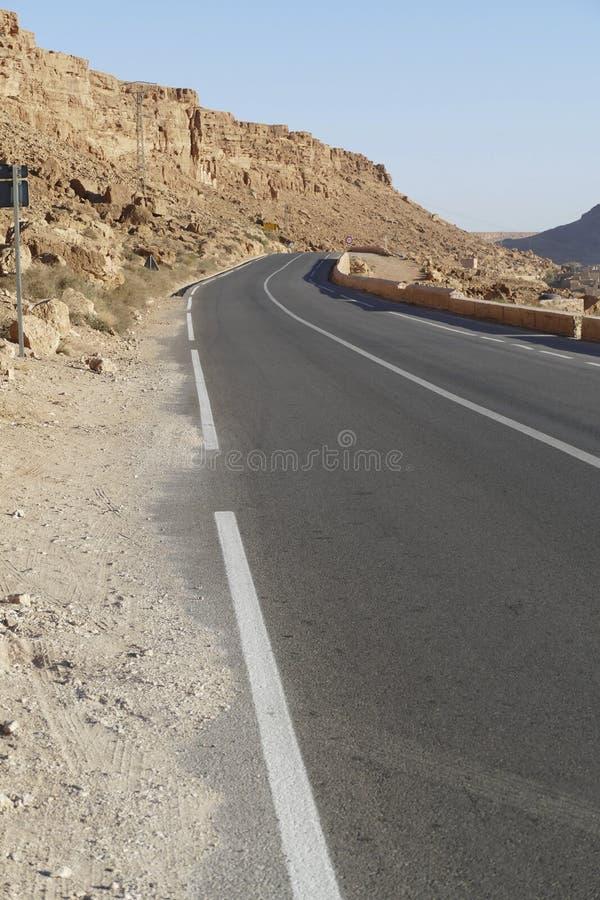Εθνική οδός στις απότομες δύσκολες κλίσεις των βουνών ατλάντων στοκ εικόνα με δικαίωμα ελεύθερης χρήσης