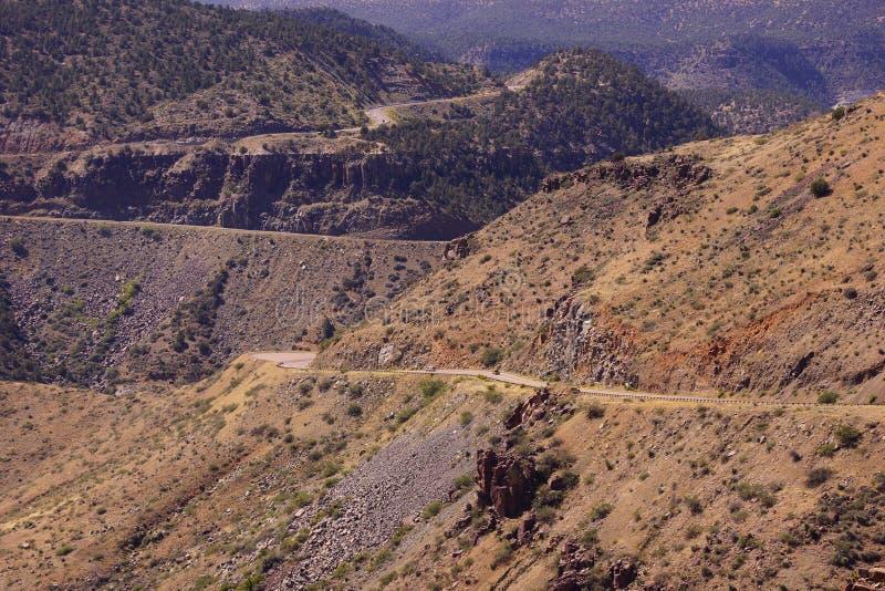 Εθνική οδός κατά μήκος του αλατισμένου φαραγγιού ποταμών στοκ εικόνα