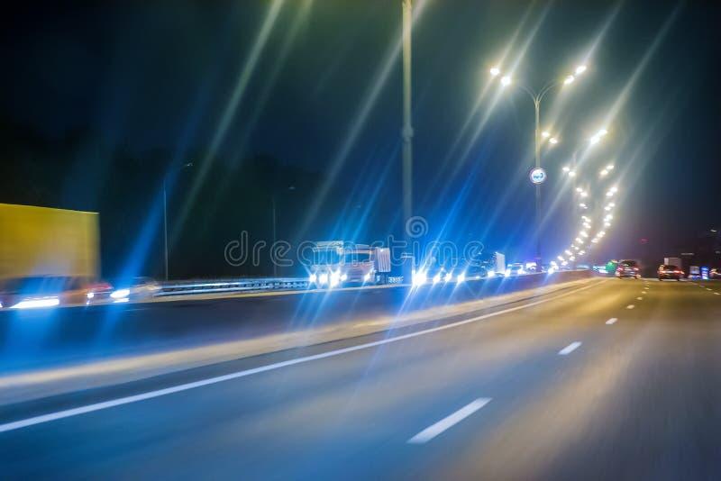 εθνική οδός με την κίνηση των αυτοκινήτων στοκ εικόνα με δικαίωμα ελεύθερης χρήσης