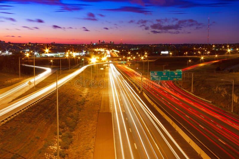 Εθνική οδός που οδηγεί στην πόλη του Κάνσας, Μισσούρι στοκ εικόνες