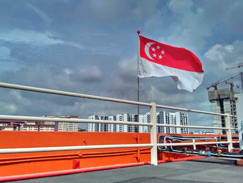 Εθνική σημαία της Σιγκαπούρης στοκ φωτογραφία με δικαίωμα ελεύθερης χρήσης