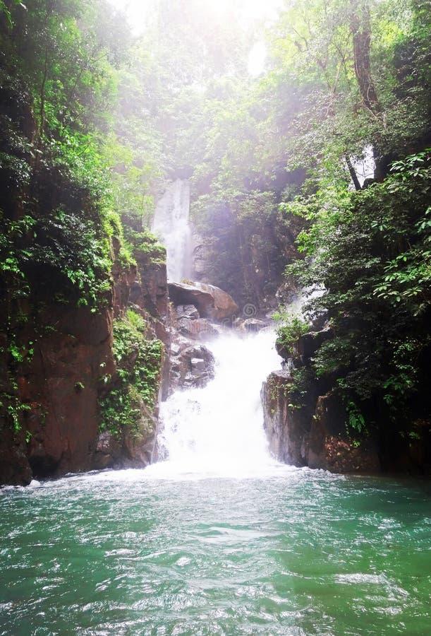 Εθνικός καταρράκτης πάρκων Phlio Namtok, Chanthaburi, Ταϊλάνδη στοκ φωτογραφία με δικαίωμα ελεύθερης χρήσης