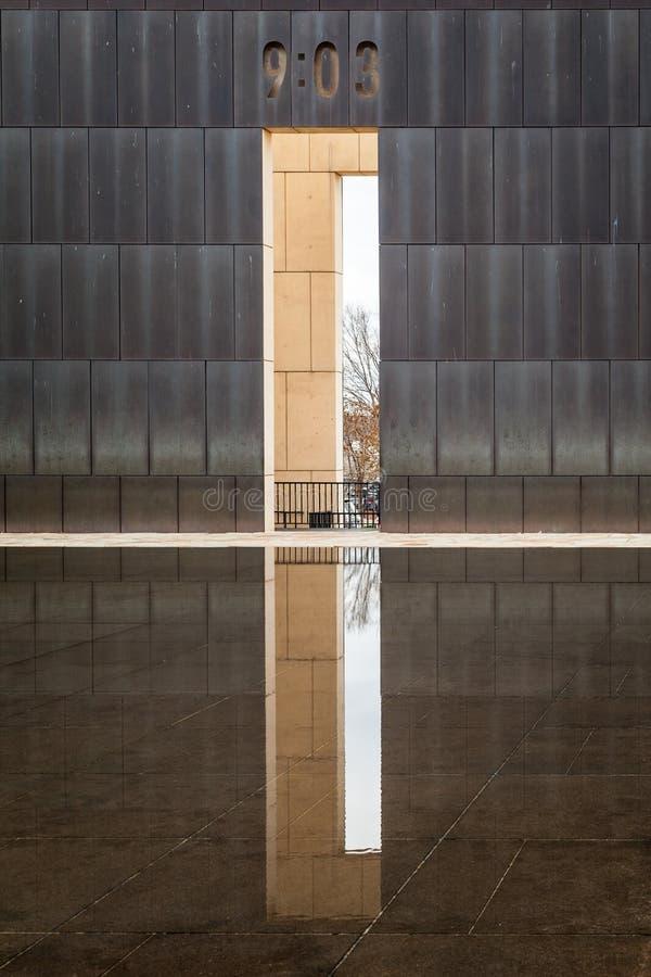 Εθνικό βομβαρδίζοντας μνημείο Πόλεων της Οκλαχόμα στοκ εικόνες