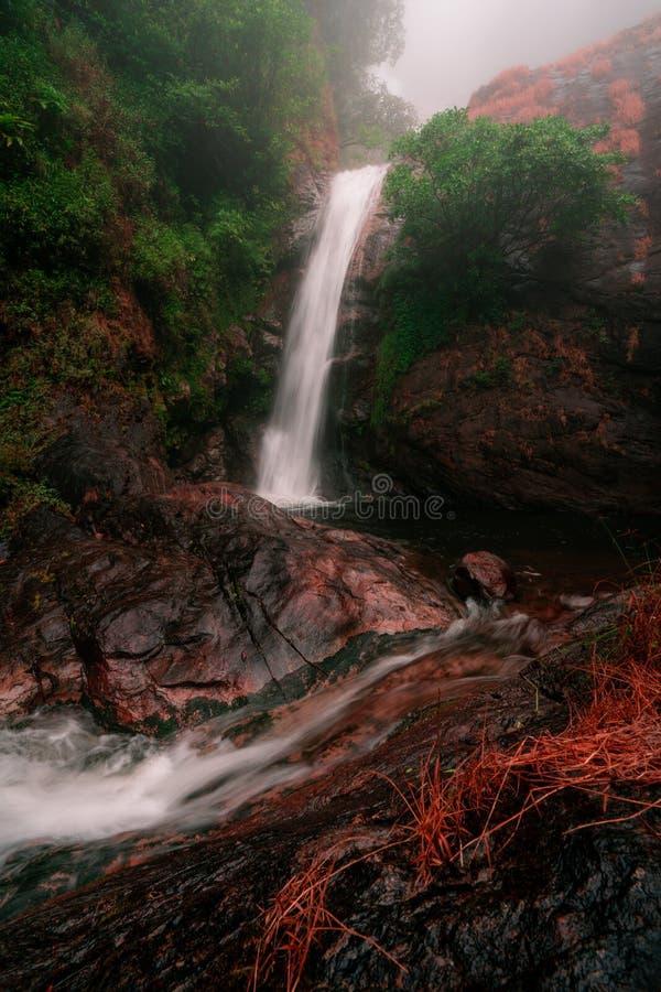 Εθνικό πάρκο Inthanon Doi στην Ταϊλάνδη όμορφος εθνικός καταρράκτης πάρκων Υψηλότερος καταρράκτης σε Chiang Mai στοκ φωτογραφίες με δικαίωμα ελεύθερης χρήσης