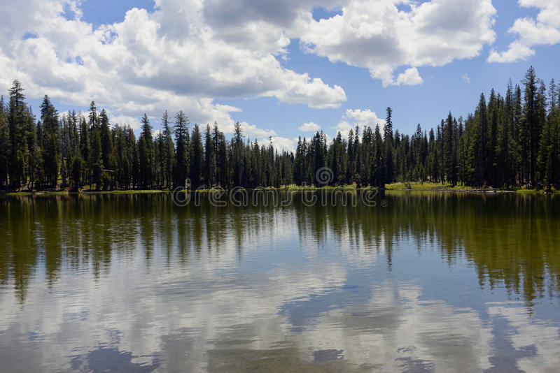 Εθνικό πάρκο Lassen λιμνών Συνόδων Κορυφής, Καλιφόρνια στοκ φωτογραφία με δικαίωμα ελεύθερης χρήσης