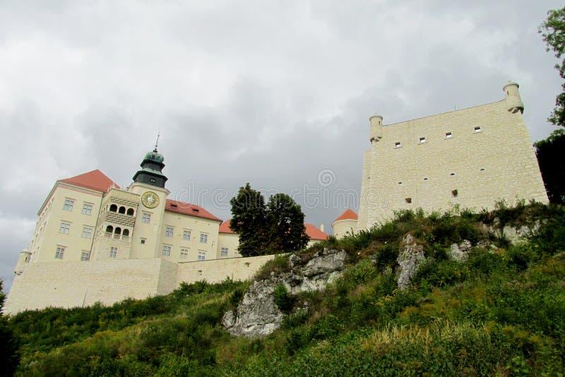 Εθνικό πάρκο Ojcow και Pieskowa Skala Castle στοκ εικόνα με δικαίωμα ελεύθερης χρήσης