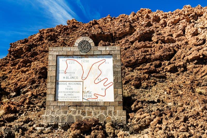 Εθνικό πάρκο Teide, Tenerife, Κανάρια νησιά - ενημερωτικό σημάδι τουριστών που απεικονίζει το ίχνος πεζοπορίας BLANCA της Μοντάνα στοκ φωτογραφία