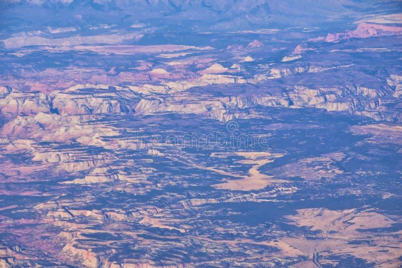 Εθνικό Πάρκο Zions στην Γιούτα, αεροφωτογραφία από το αεροπλάνο αφηρημένων τοπίων, κορυφών και φαραγγιών του Αγίου Γεωργίου, Ηνωμ στοκ εικόνες
