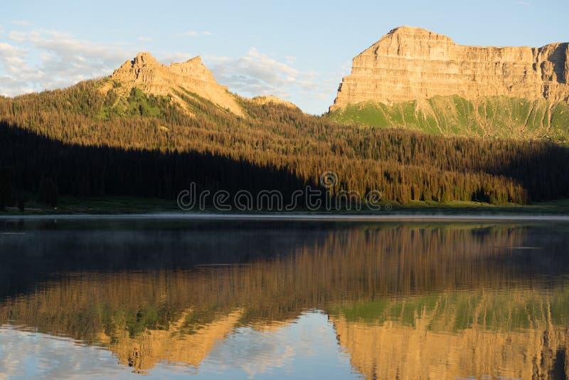 Εθνικό δρυμός Shoshone σειράς βουνών απότομων βράχων λατυποπαγούς λιμνών ρυακιών στοκ εικόνα με δικαίωμα ελεύθερης χρήσης