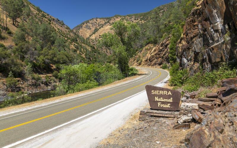 Εθνικό σημάδι πάρκων Yosemite, περιοχή παγκόσμιων κληρονομιών της ΟΥΝΕΣΚΟ, Καλιφόρνια, Ηνωμένες Πολιτείες της Αμερικής, Βόρεια Αμ στοκ εικόνες