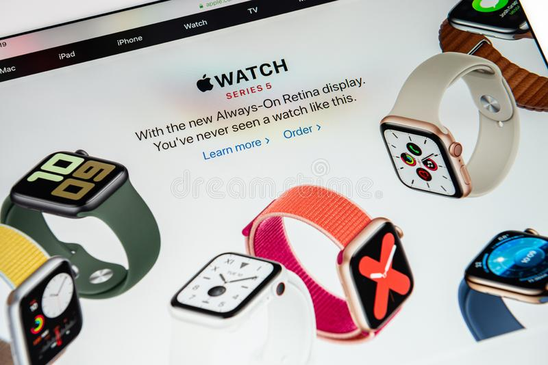 Ειδήσεις κυκλοφορίας για το Apple Watch Series 5 στοκ εικόνα