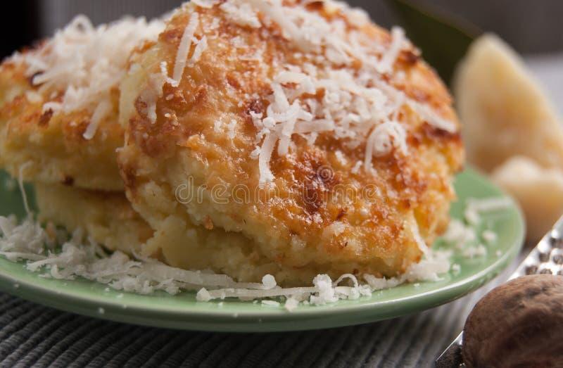 Ειδικά ζυμαρικά με ολόκληρο το αλεύρι σίτου αποκαλούμενο alla Romana Gnocchi στοκ φωτογραφία με δικαίωμα ελεύθερης χρήσης