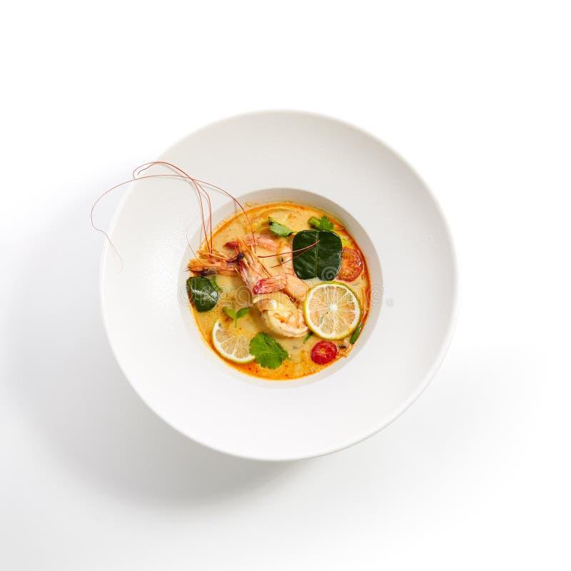 Ειδικά πιάτα της παν-ασιατικής κουζίνας στο άσπρο πιάτο στοκ εικόνες