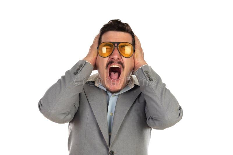 Ειδικός επιχειρηματίας με τα εκλεκτής ποιότητας γυαλιά και το γκρίζο κοστούμι στοκ εικόνες με δικαίωμα ελεύθερης χρήσης