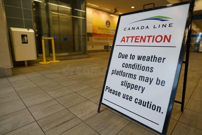 Ειδοποίηση που επιδεικνύεται στο σταθμό προκυμαιών SkyTrain στοκ εικόνες με δικαίωμα ελεύθερης χρήσης