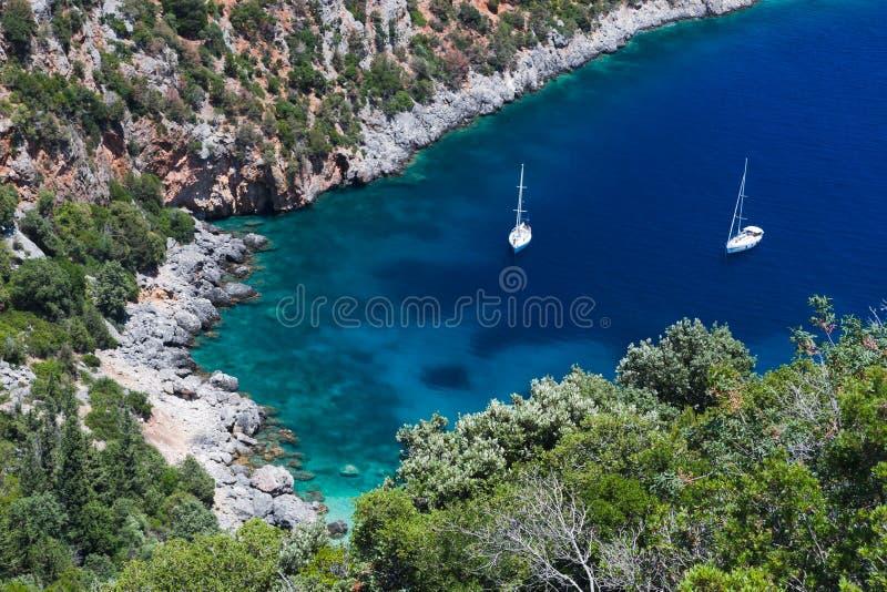 ειδυλλιακά sailboats μικρά δύο κό& στοκ φωτογραφίες