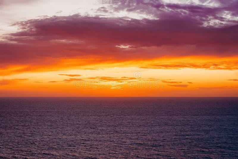 Ειδυλλιακό ηλιοβασίλεμα επάνω από τη Μεσόγειο Portoscuso Carbonia Σαρδηνία στοκ φωτογραφίες με δικαίωμα ελεύθερης χρήσης