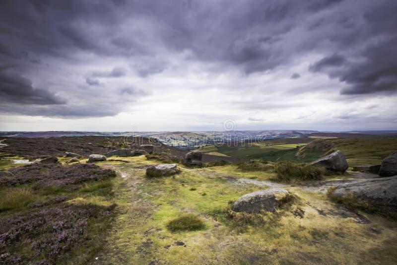 Ειδυλλιακό τοπίο του μέγιστου εθνικού πάρκου περιοχής, Derbyshire, UK στοκ φωτογραφία με δικαίωμα ελεύθερης χρήσης