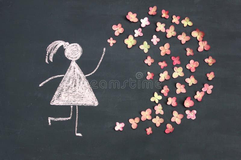 Εικονίδιο γυναικών σχεδίων κιμωλίας με τα ζωντανά ρόδινα λουλούδια στον πίνακα κιμωλίας ή στοκ εικόνα με δικαίωμα ελεύθερης χρήσης