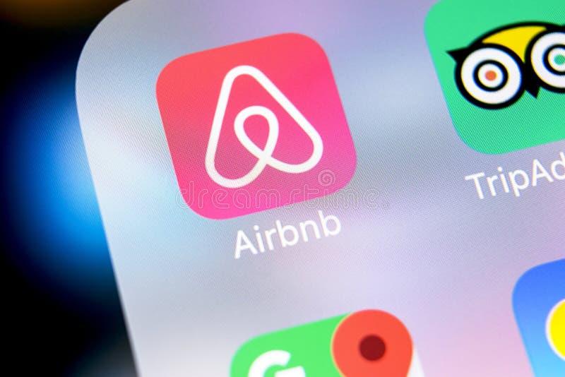 Εικονίδιο εφαρμογής Airbnb στο iPhone Χ της Apple κινηματογράφηση σε πρώτο πλάνο οθόνης App Airbnb εικονίδιο Airbnb η COM είναι σ στοκ εικόνες