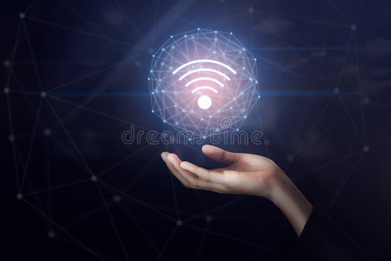 Εικονίδιο σύνδεσης δικτύων wifi εκμετάλλευσης χεριών Έννοια τεχνολογίας καινοτομίας στοκ εικόνες