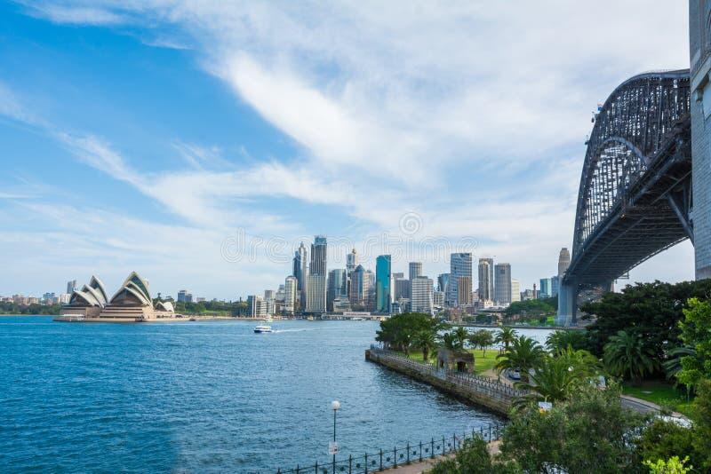 Εικονική άποψη του κόλπου του Σίδνεϊ με τη γέφυρα Οπερών και του Σίδνεϊ, Αυστραλία στοκ φωτογραφίες
