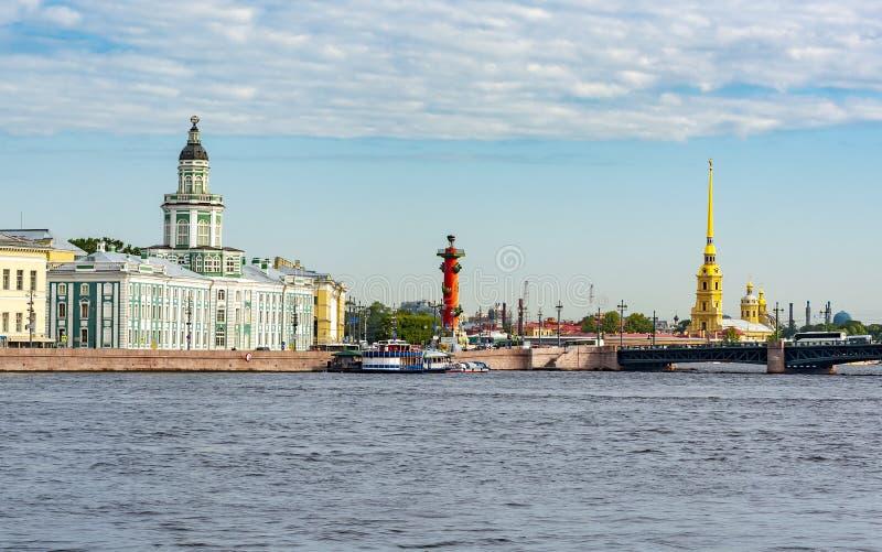 Εικονική παράσταση πόλης Αγίου Πετρούπολη με Kunstkamera και το Peter και το φρούριο του Paul, Ρωσία στοκ φωτογραφίες