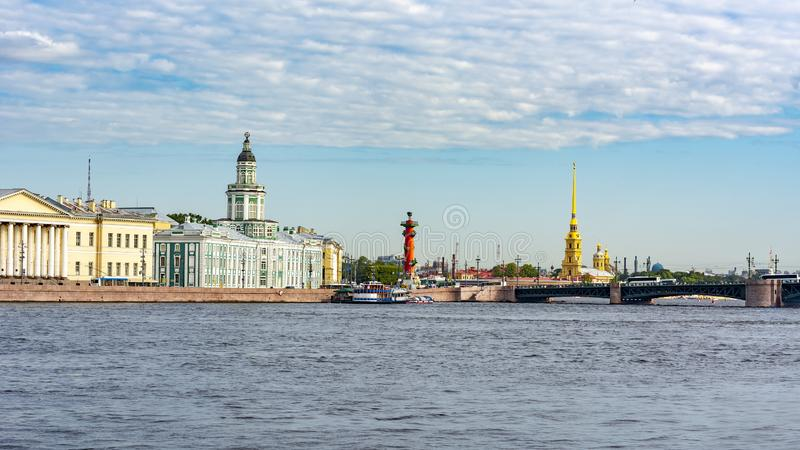 Εικονική παράσταση πόλης Αγίου Πετρούπολη με Kunstkamera και το Peter και το φρούριο του Paul, Ρωσία στοκ εικόνες