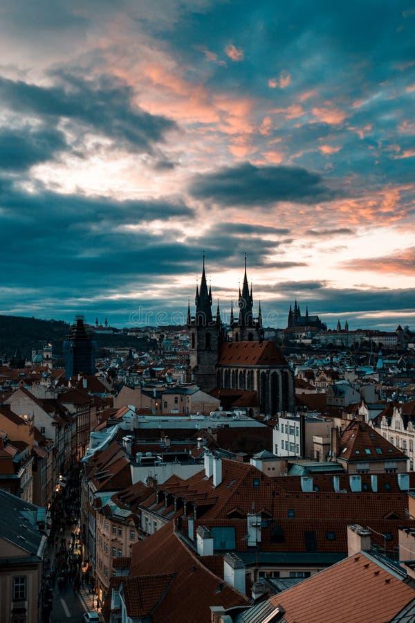 Εικονική παράσταση πόλης ηλιοβασιλέματος στην Πράγα στοκ φωτογραφίες