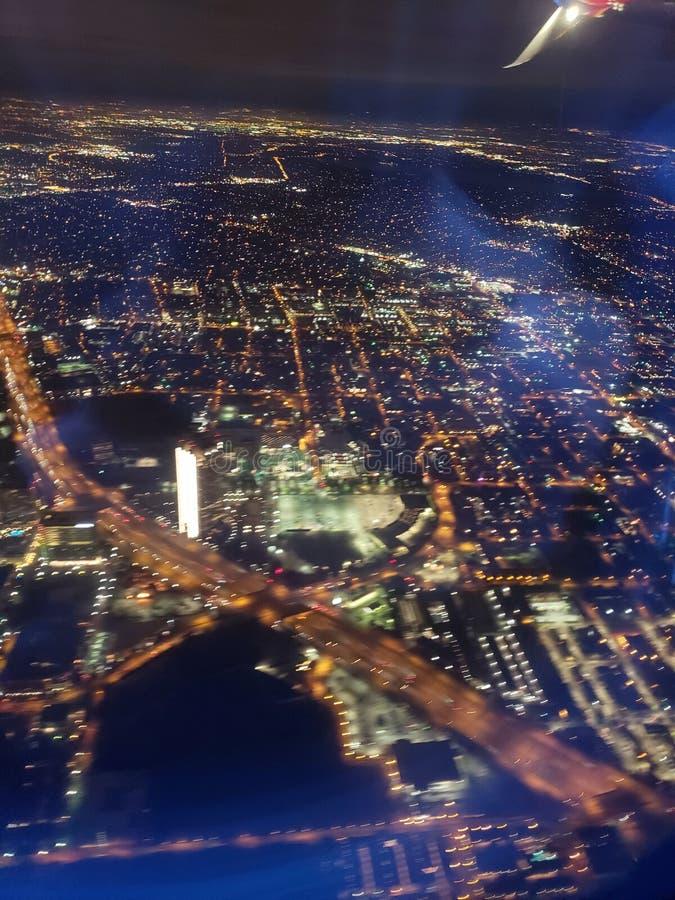 Εικονική παράσταση πόλης νύχτας αερογραμμών στοκ εικόνες