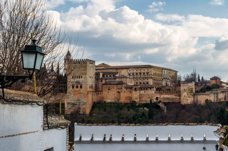 Εικονική παράσταση πόλης παλάτι της Γρανάδας, Ισπανία, Alhambra στο υπόβαθρο στοκ φωτογραφίες