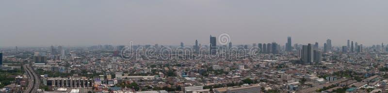 Εικονική παράσταση πόλης πανοράματος του ορίζοντα της Μπανγκόκ smock στην ατμοσφαιρική ρύπανση στοκ εικόνα