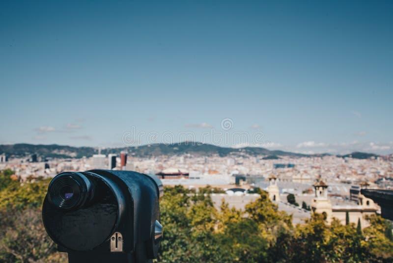 Εικονική παράσταση πόλης της Βαρκελώνης τηλεσκοπίων στην έννοια ταξιδιού της Ισπανίας σούρουπου στοκ φωτογραφίες
