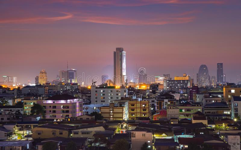 Εικονική παράσταση πόλης της Μπανγκόκ με το όμορφο ηλιοβασίλεμα στοκ εικόνες